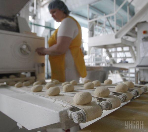 Как выпекаются хлеб и батоны на комбинате в Киеве
