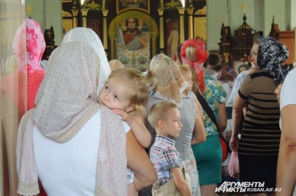 Служба в храме.