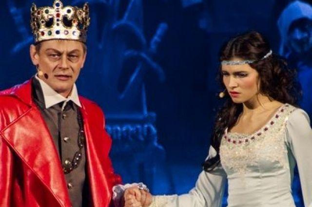 На неделю сцена Свердловской музкомедии достанется белорусским актерам