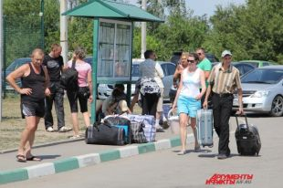 На КПП «Донецк» прибывшие с Украины ждут своих родственников