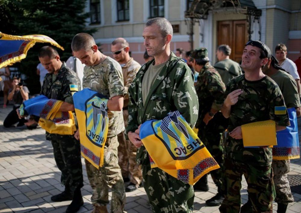 В Киеве освятили боевые знамена батальона Донбасс