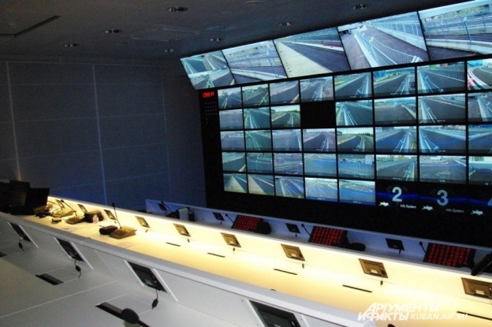 Суперсовременный Центр управления гонками.