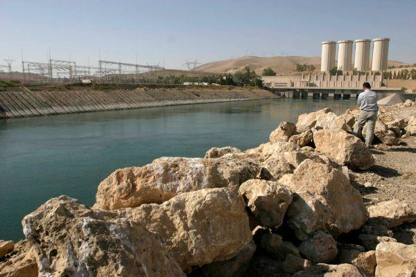 Курдским военизированным формированиям «Пешмерга» при поддержке иракских военных и ВВС США удалось освободить плотину в Мосуле от боевиков джихадистской группировки «Исламское государство». Плотина имеет огромное стратегическое значение, так как снабжает водой практически весь север Ирака.