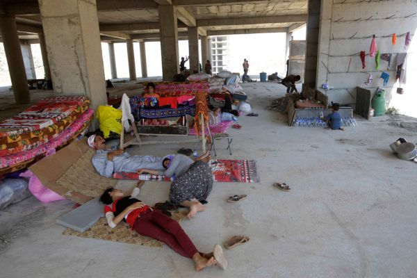 Исламисты убили по меньшей мере 80 мужчин и забрали с собой женщин и детей в деревне Кочо в 45 километрах от города Синджар. Боевики поставили мужчин перед выбором – перейти в ислам или умереть.