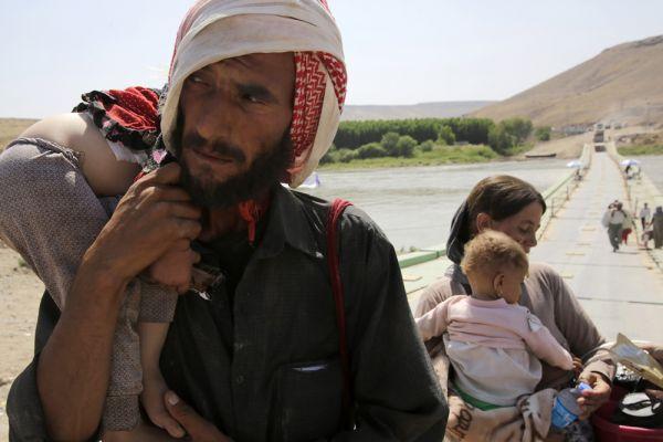 «Призываем наших братьев и сестер на севере Ираке не покидать страну. Вы – важная часть иракского общества. Вы обязаны выстоять, а мы готовы поддержать вас. Мы обещаем, что защитим вас и восстановим разрушенные города. Эмиграция -не лучший выход» ,призвал МИД Ирака своих соотечественников. Но ситуация остается критической.