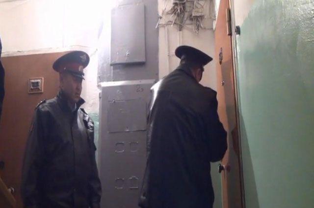 За дверьми обычной квартиры полицейские обнаружили интим-салон.