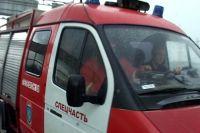 На место происшествия прибыли сотрудники электросетей и специалисты МЧС.