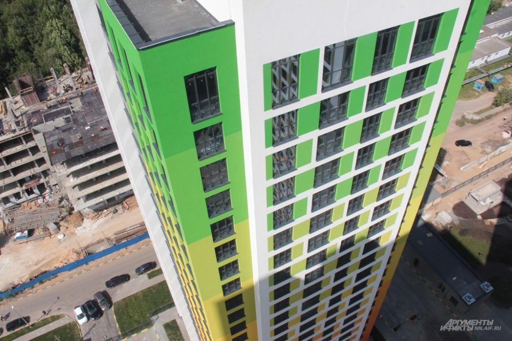 Потрясающий вид на город открывается с крыши 25-этажного дома на улице Родионова