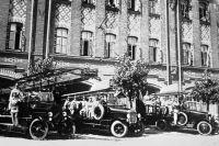 Пожарные машины в 1930 году.