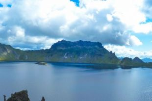 На Камчатке на вулканическом озере Хангар пропал турист