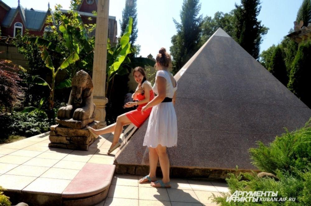 Пирамида, Сфинкс, Обелиск – уголок Египта.