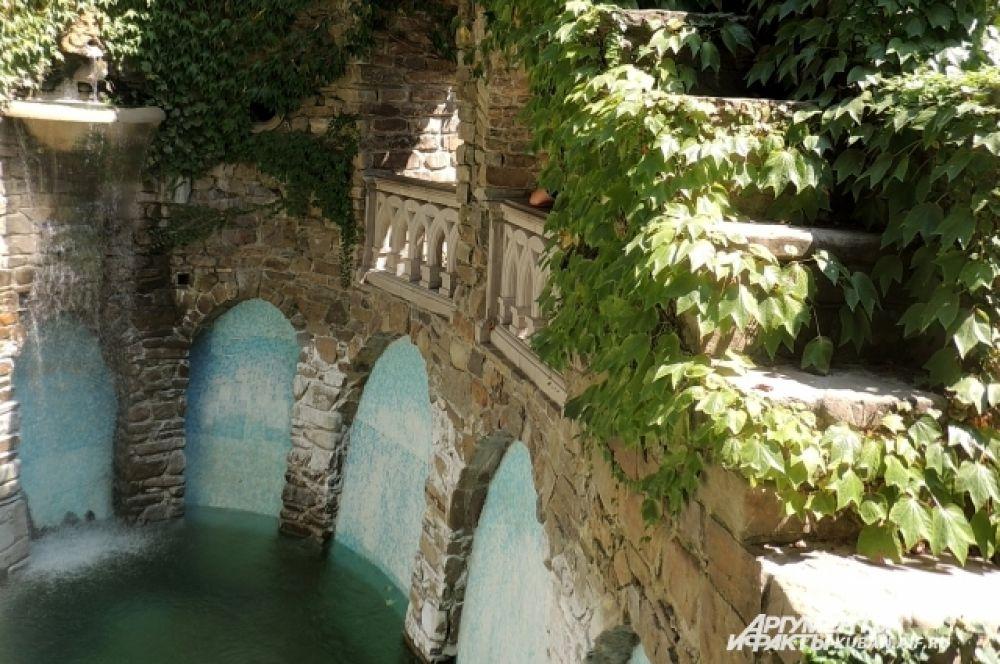 Акведук имеет практическое применение, так как содержит стратегический запас воды.
