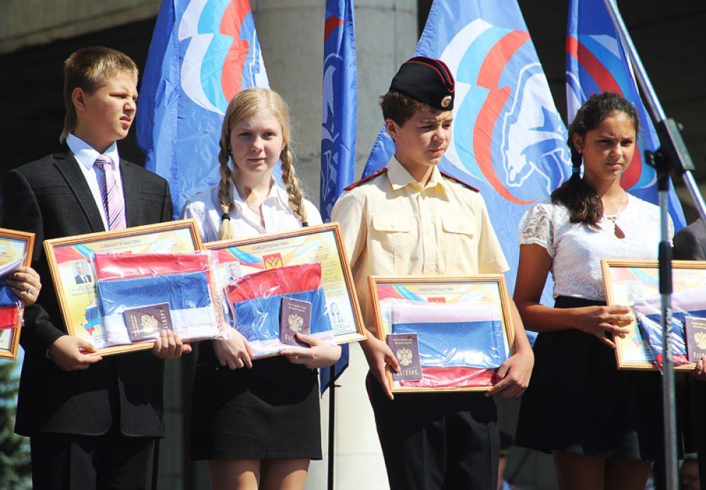 Флагов «Единой России» было не меньше, чем флагов России