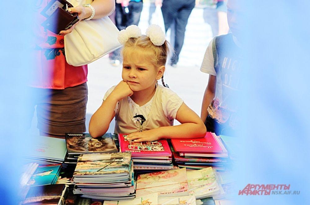 Несмотря на огромный выбор, первоклашкам есть от чего хмурить лоб: сборы в первый класс в Новосибирске в нынешнем году стоят от 14 до 150 тысяч рублей. Оптимальный вариант - около 40 тысяч.