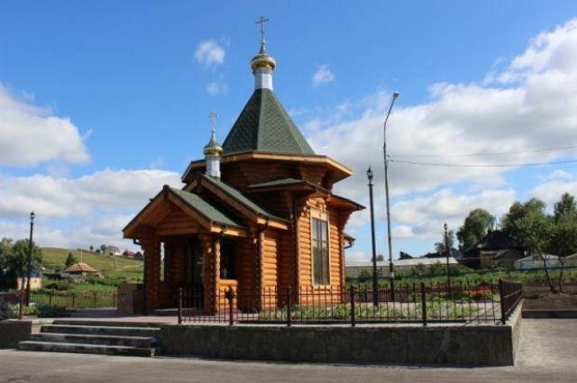 Высота храма-часовни - 10 метров.