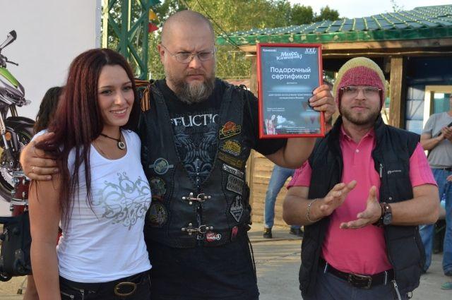 Организатор конкурса Игорь Шемчук и победительница Марина Сарафанникова.