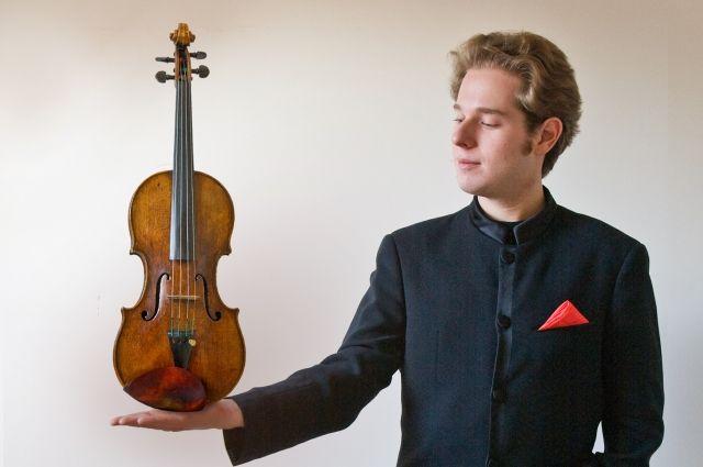 Скрипач Леонард Шрайбер выступит перед омской публикой.