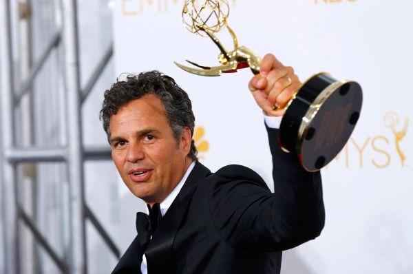Исполнитель одной из главных ролей телевизионного фильма «Обыкновенное сердце» Марк Руффало с наградой в номинации «Лучший драматический телефильм».