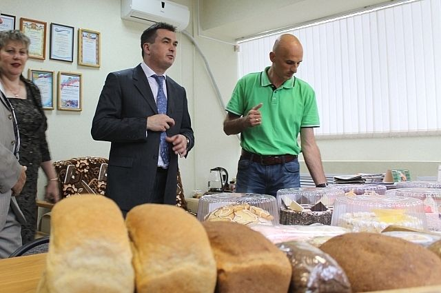 В своё время Владимир Миклушевский посещал Кавалеровский хлебокомбинат и остался доволен качеством выпускаемой продукции.