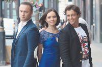Дмитрий Ермак (Призрак), Елена Бахтиярова (Кристин) и Евгений Зайцев (Рауль) у лондонского Театра Её Величества.