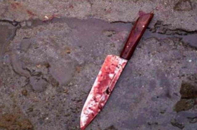 Нож не к месту оказался на столе.