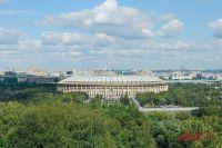 С террас Воробьёвых гор открываются красивейшие виды во все стороны города. Вся Москва здесь как на ладони...