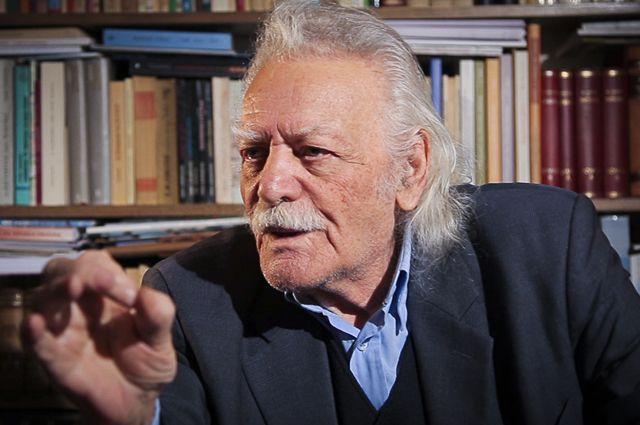 Манолис Глезос.