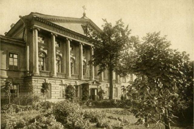 В 1779 году на набережной реки Фонтанки открылась первая городская общедоступная больница, получившая название Обуховской.