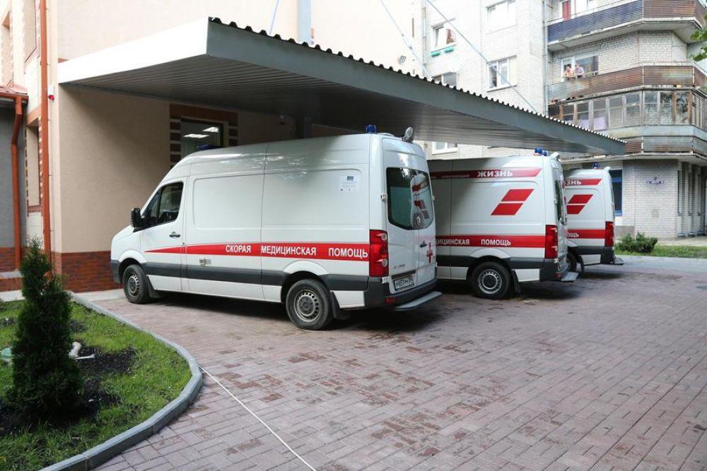 На выделенные средства не только проведены работы по реконструкции здания, но и приобретены автомобили скорой медицинской помощи.