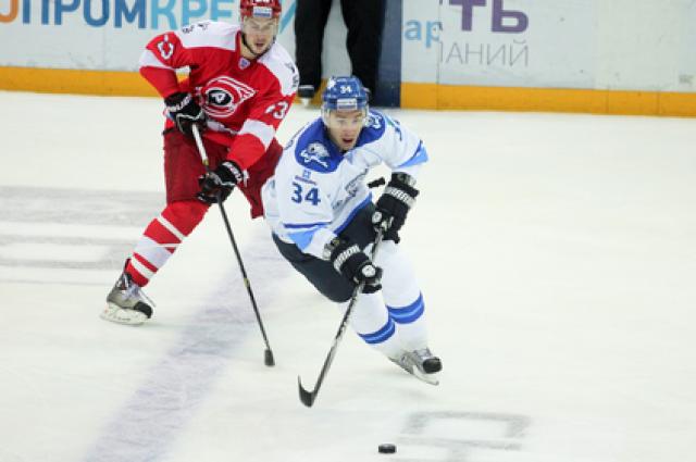 Хоккейный «Автомобилист» начал турнир «Каменный цветок» с поражения