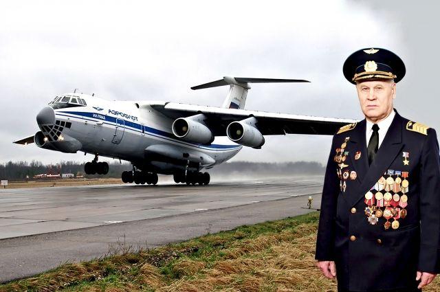 Владимир Шарпатов возле авиалайнера.