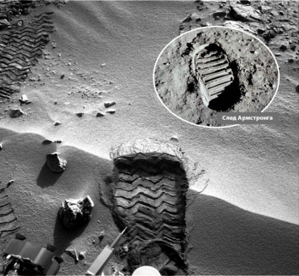 Изображение следа, полученное от марсохода Curiosity, очень схоже с первыми следами, которые оставил на поверхности Луны Нил Армстронг, участник миссии «Аполлон 11».