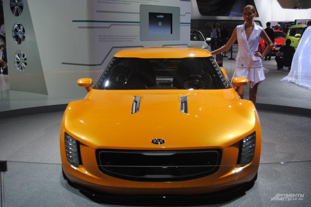 KIA подготовила для посетителей ММАС целый ряд премьер, концептов и обновлений: KIA Quoris, KIA Soul EV, KIA GT4 Stinger, KIA Optima и KIA Picanto. Представительский седан KIA Quoris, несомненно, привлечет внимание гостей. Его облик стал еще современнее и элегантнее, а под капотом теперь – новый более мощный двигатель V6 3,8 GDI семейства Lambda.