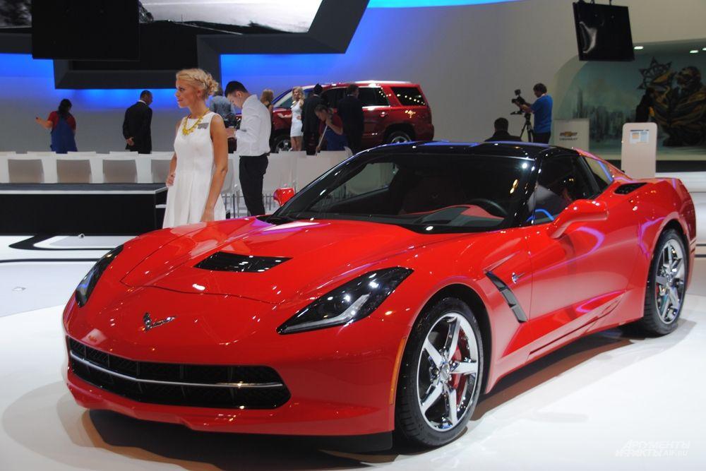 Гости стенда Chevrolet смогут оказаться за рулем спортивных флагманов: Chevrolet Corvette Grand Turismo, Chevrolet Corvette в кузове кабриолет и легендарного масл-кара — Chevrolet Camaro.