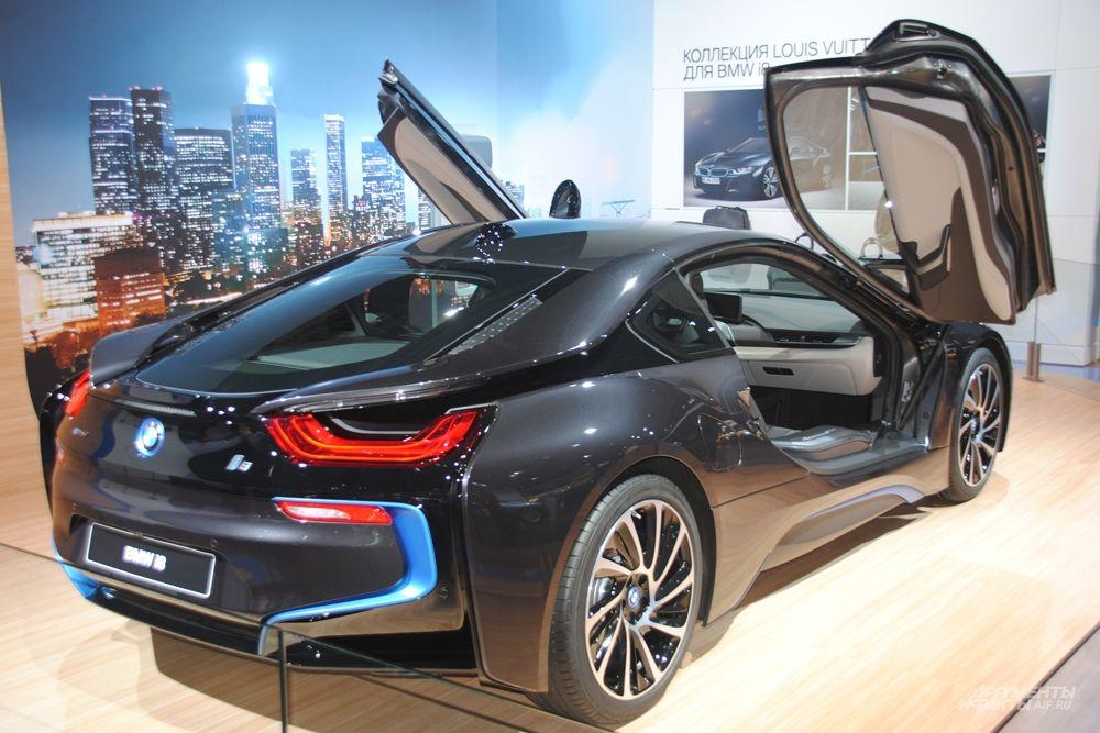 На ММАС 2014 компания BMW представит самые последние новинки своей модельной гаммы, включая новинки: лидера сегмента SAV - Sport Activity Vehicle BMW X3 и спорткупе для активного отдыха (SAC – Sports Activity Coupe) BMW X4..