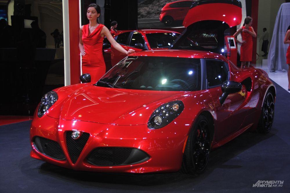 Alfa Romeo MiTo - трёхдверный люксовый итальянский супермини. 16- и 17-дюймовые легкосплавные диски, светодиодные фонари, передняя подвеска типа «МакФерсон», амортизаторы с переменными характеристиками, перепускной клапан и многое другое превращают его в настоящее произведение автомобильного искусства.
