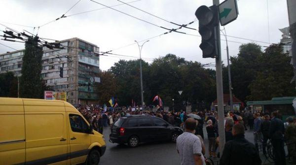 Под Минобороны в Киеве митингующие перекрыли Воздухофлотский проспект
