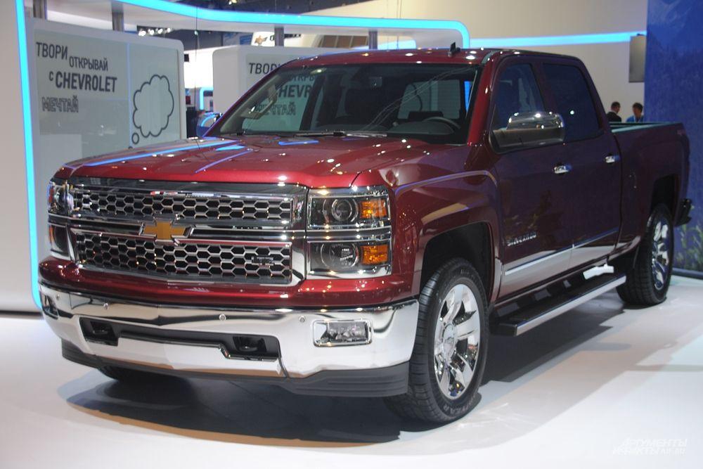 Chevrolet Tahoe – это культовый внедорожник с более чем двадцатилетней историей. Его новое поколение – еще элегантнее, еще функциональнее и еще безопаснее. Новый Tahoe оснащается мощным 6,2-литровым двигателем, а за счет изменений в дизайне, автомобиль стал значительно легче и приобрел лучшую аэродинамику, что позволило снизить уровень шума в салоне до минимума.