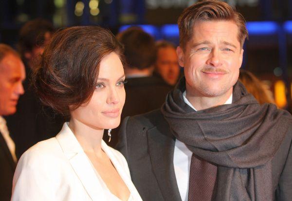 После окончания съемок «Мистера и миссис Смит» Питт объявил о своем разводе с Дженнифер Энистон:  родилась новая звездная пара «Джоли-Питт». Некоторое время в прессе  актеры опровергали свои отношения, и только 11 января 2006 года пара подтвердила свои отношения, заявив, что Джоли ждёт ребёнка от Питта.
