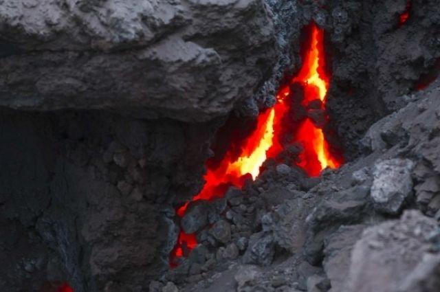 Вулкан Толбачик. Извержение.