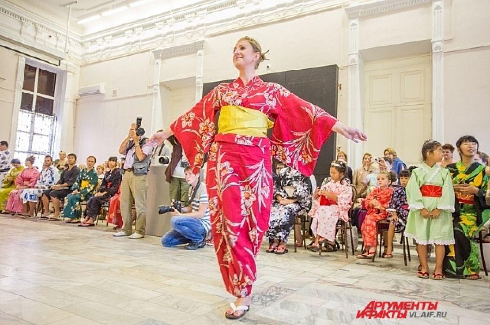 Чтобы правильно носить кимоно - нужно этому учиться.