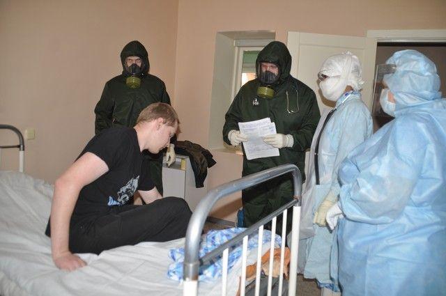 В Омске прошли учения на случай завоза лихорадки Эбола.