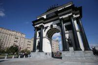 Отреставрированная Триумфальная арка на Кутузовском проспекте в Москве в честь победы российских войск в Отечественной войне 1812 года.