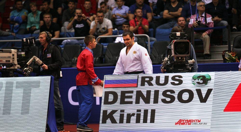 Кирилл Денисов выходит на татами