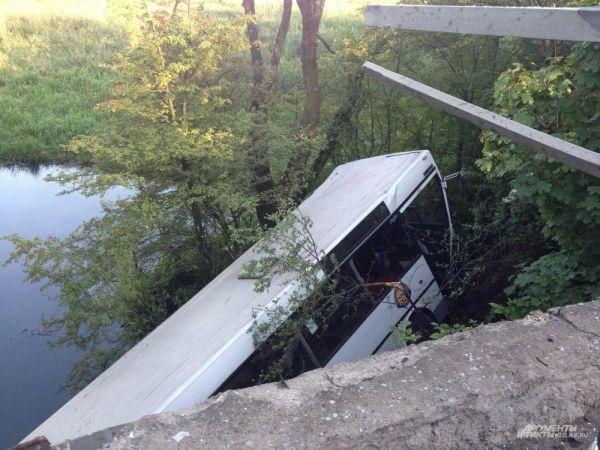 В автобусе было 20 человек, 19 покалечены и ранены. Всех доставили в Центральную городскую больницу.