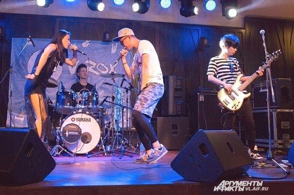 Стиль группы - андеграунд и дерзкий гаражный рок.