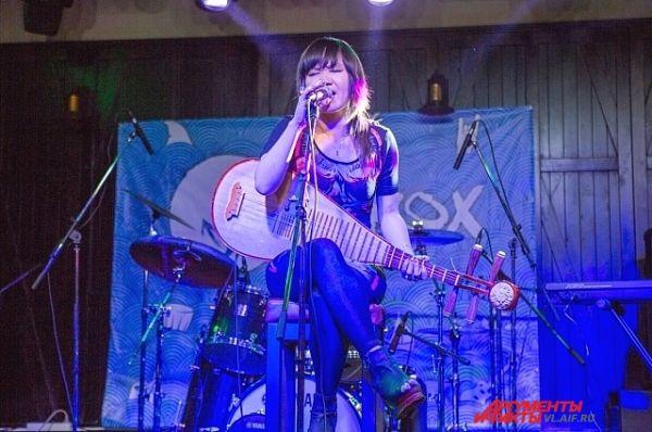Нежная музыка Cold Fairyland сопровождается мелодичным вокалом.