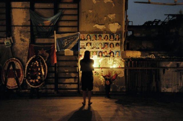 Траурные мероприятия в школе №1 в Беслане в память о погибших в результате теракта 1-3 сентября 2004 года.