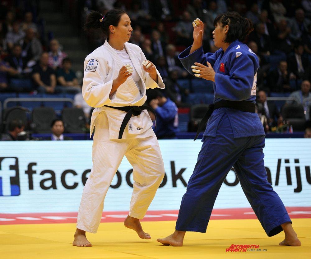 Ксения Чибисова на татами с китайской спортсменкой