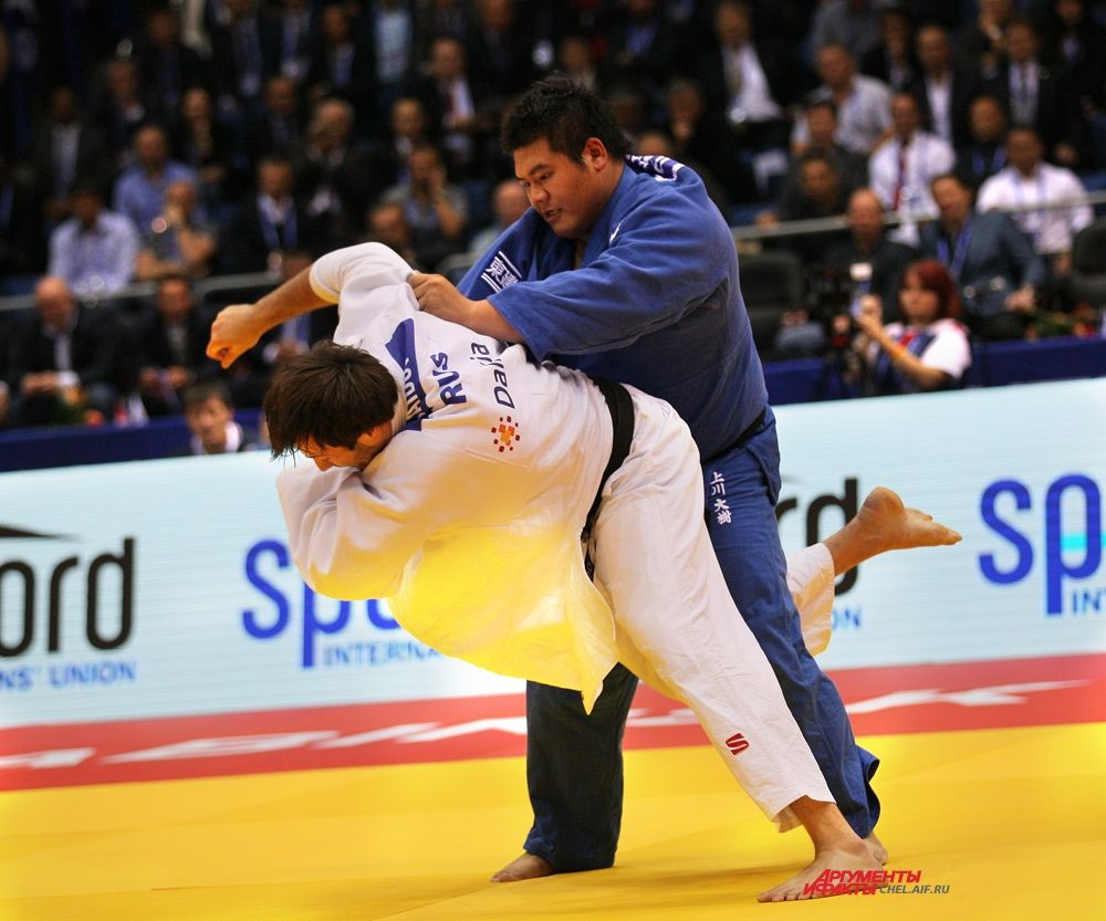 На татами Ренат Саидов и японский дзюдоист